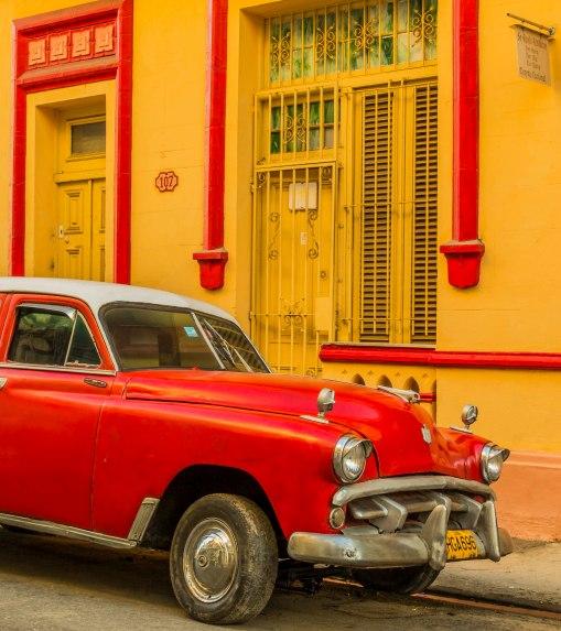 Cuban car and building